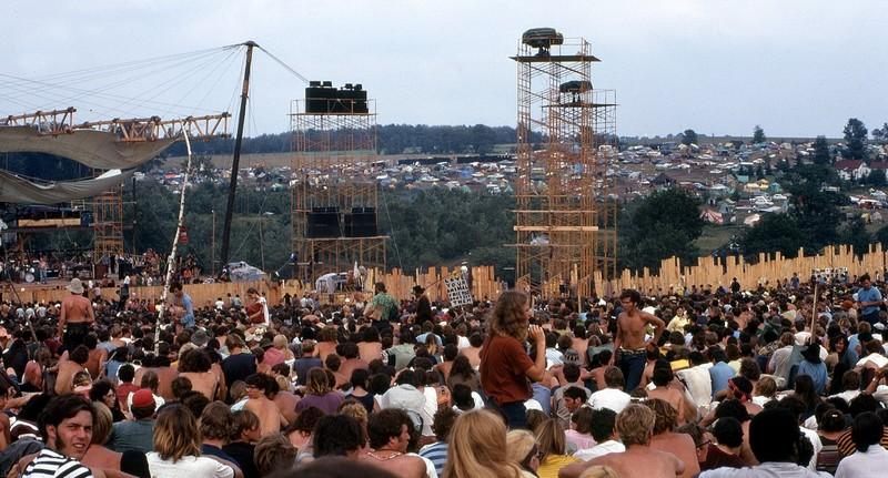 1280px-Woodstock_Music_and_Art_Fair 10 Podcasts à retenir pour 2019